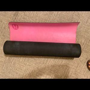 Lululemon yoga mat (large)